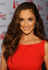 Actress Minka Kelly styles her hair with a side part.