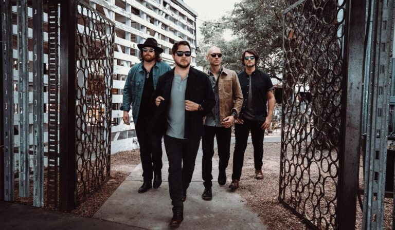 ELI YOUNG BAND HEADLINES LIVE FROM LUFKIN DRIVE-IN CONCERT