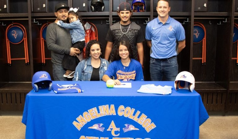 Lady Roadrunner Softball Signs Area Standout Fuentes Diboll Sparkplug Brings Versatility to the Game