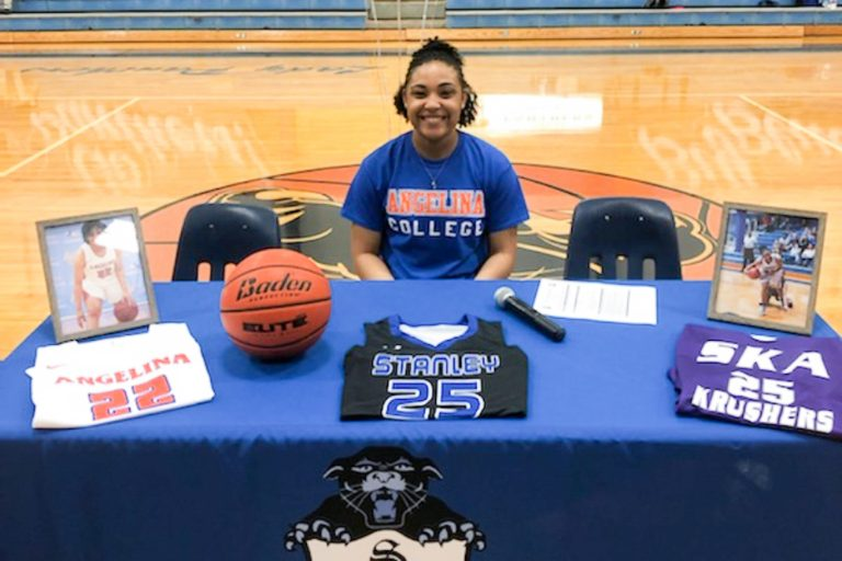 Louisiana Standout Williams Signs with Lady Roadrunners
